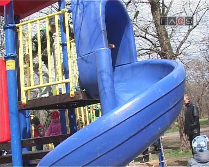 Детская площадка в парке Победы