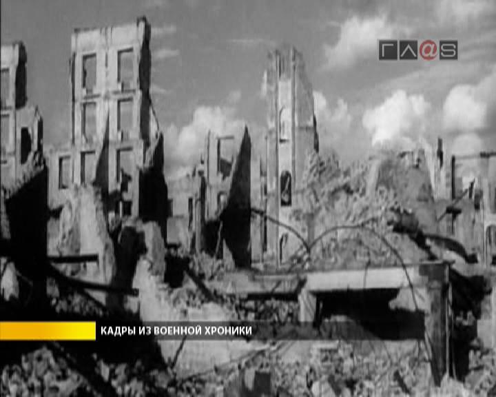 К Международному дню солидарности трудящихся два советских бойца уже водрузили над Рейхстагом красный стяг Победы