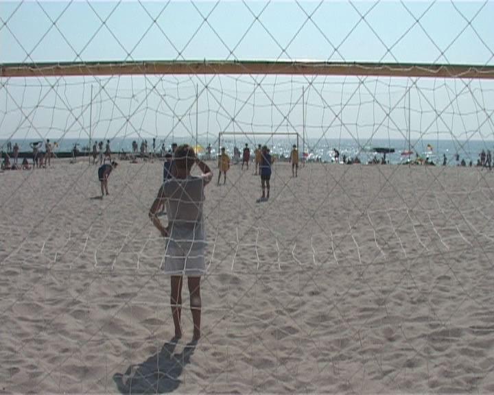 Начался турнир по пляжному футболу среди детских команд