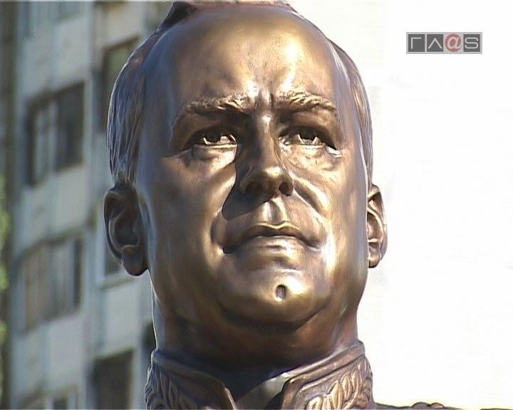 Памятник маршалу Победы