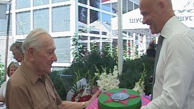 Геннадий Труханов поздравил ветерана ВОВ с 95-летием