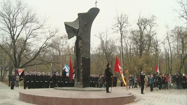 Памятник погибшим морякам и судам ЧМП