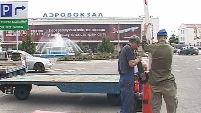 Убран шлагбаум при въезде на территорию аэровокзала