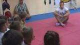 Дружеская беседа «украинского атамана» с юными борцами
