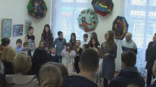 Выставка «Новогодний визит книжной феи»