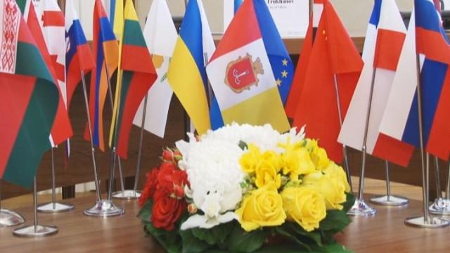 Мэр Одессы встретился с дипломатическим корпусом