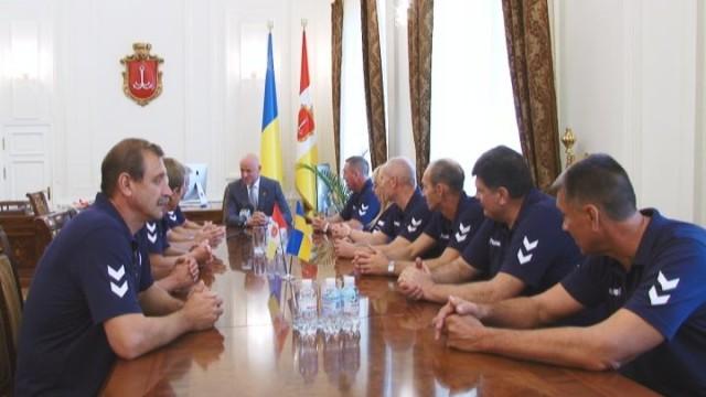 Геннадий Труханов  наградил одесских гандболистов