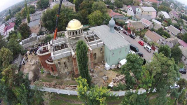 Покрыт куполом Входоиерусалимский храм