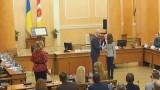 Геннадий Труханов вручил ключи от квартир
