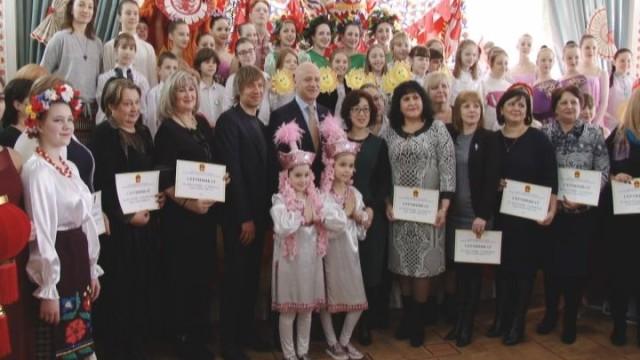 Подарки школам: Дружба Одессы и Пекина