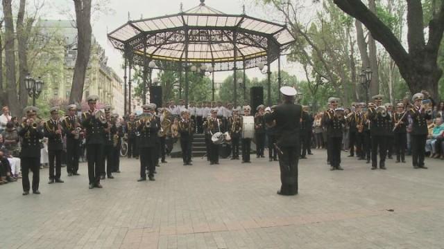 Праздник Победы — концерт в городском саду