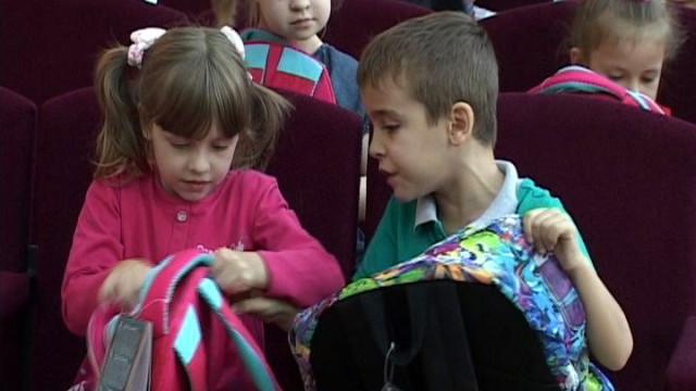 Первый класс — в школу с новым портфелем