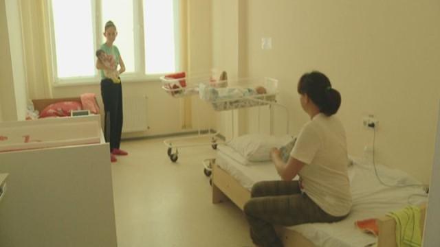 Пеленки, белье и матрацы для младенцев в больнице имени Резника