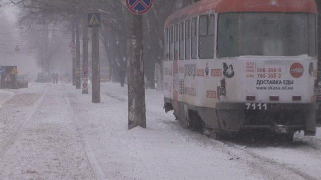 Зима продолжается: снег в Одессе будет усиливаться