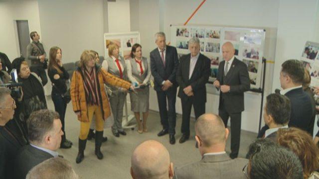 Мэр провел дипломатам экскурсию в центре интегрированных услуг