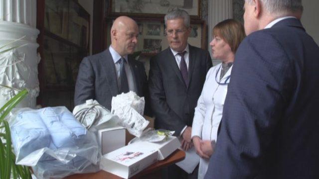 Центру Резника вручили медицинское оборудование