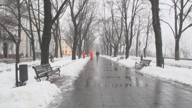 Мэр Одессы рассказал, как город боролся с непогодой