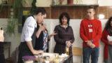В одесском ВУЗе французских студентов научили лепить вареники