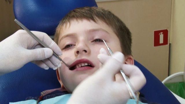 Чому випадають зуби? / Немалі питання
