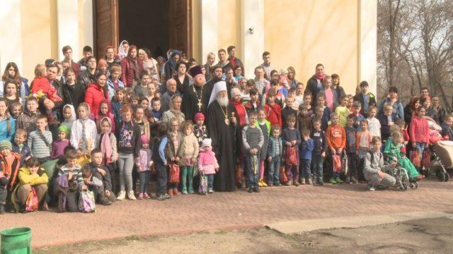 Митрополит поздравил с Пасхой одесские семьи