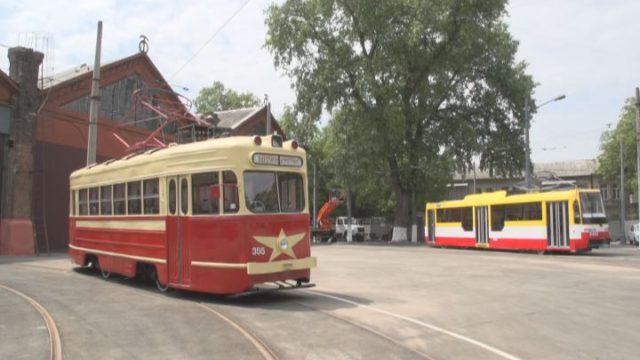 Городской транспорт: рабочий визит мэра в мастерские