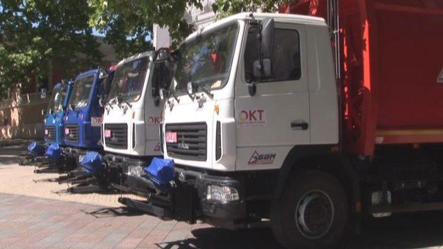 4 новых мусоровоза приехали в Одессу