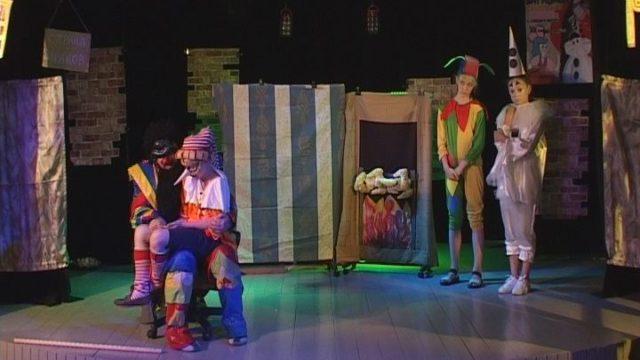 Театральная студия Гоголя показала премьеру в «Доме с ангелом»