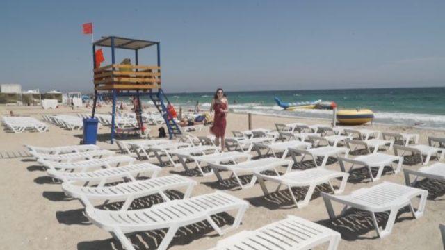 Через «армию» шезлонгов: легко ли найти место на пляже