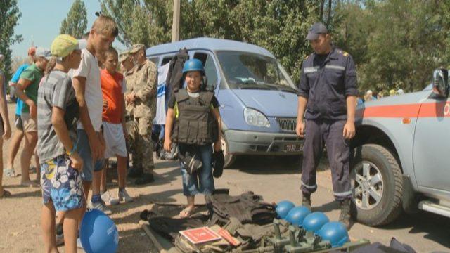 В «Молодой гвардии» детей познакомили с работой спасателей