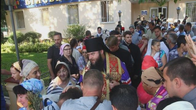Духовенство и прихожан не пустили в храм!