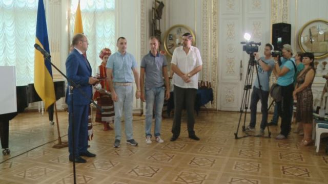 Губернатор наградил добровольцев из АТО