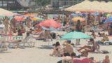 Туристы ушли — демонтаж на пляжах продолжился