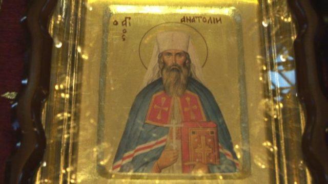 У храм Владика Анатолій їздив на трамваї