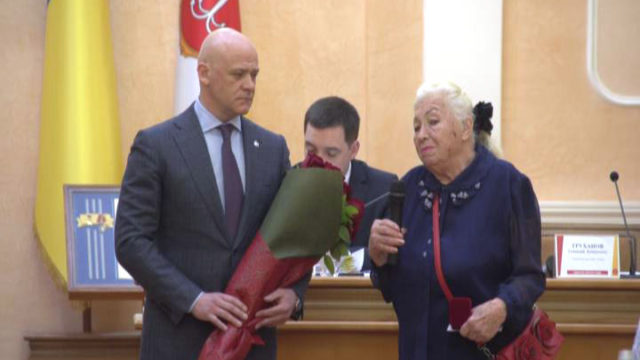 Бабусю врятованого моряка нагородили почесною відзнакою