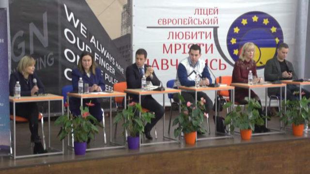 В Європейському ліцеї обговорили особливості передвиборчої соціології