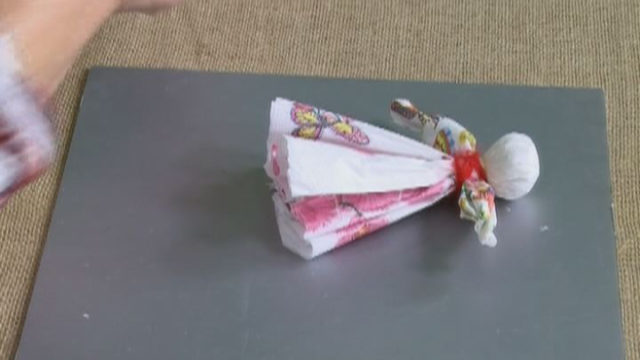 Паперова лялька-мотанка