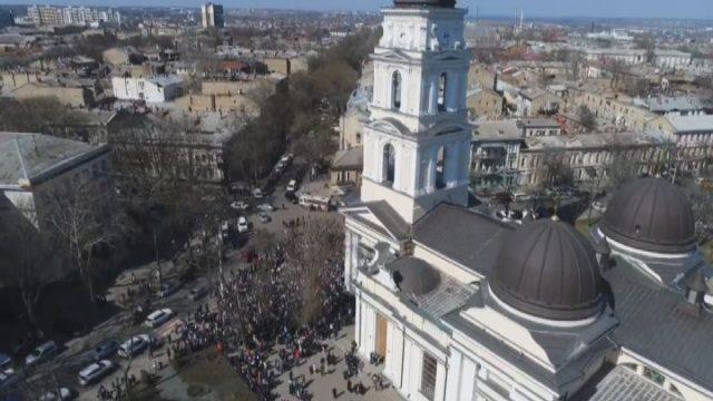 В центрі Одеси 10 тисяч прихожан УПЦ молилися за Україну