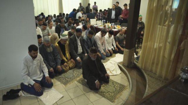 Іфтар для чоловіків. Мусульмани святкують Рамадан