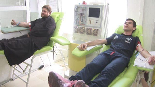 Священнослужителі здали кров для онкохворих дітей