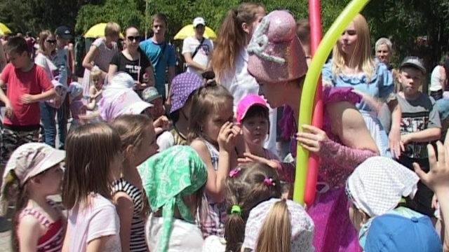 День захисту дітей. Розважальні заходи у парку Горького