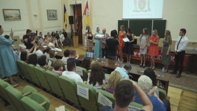 Вручення дипломів бакалаврам в ОНАХТ