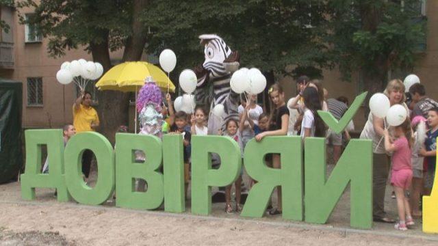 До дня молоді в Одесі відкрили сучасні дитячі майданчики