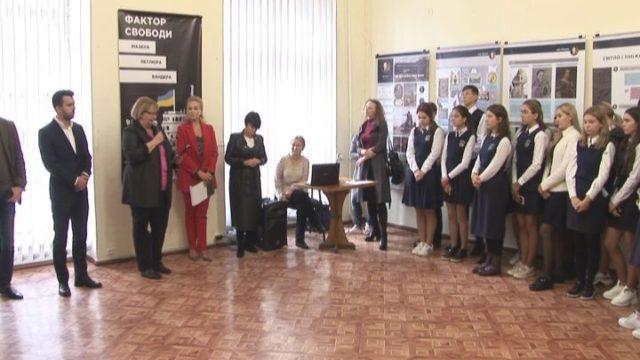 «Фактор свободи»: виставка до Дня захисника України