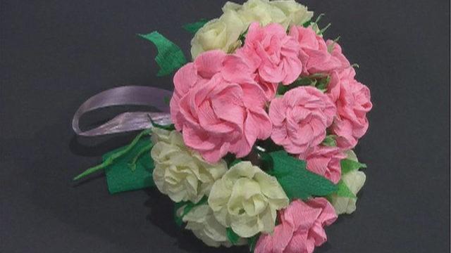 Троянди із крепованного паперу