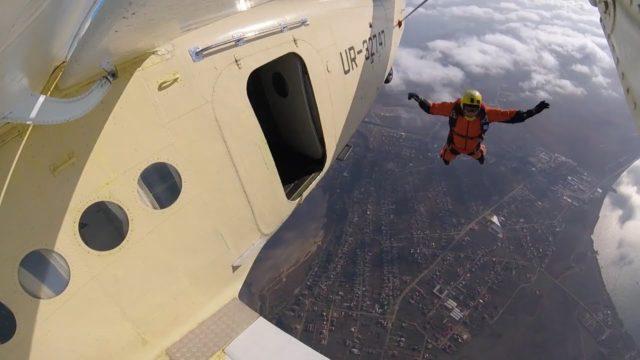 Хто придумав парашути? / Немалі питання