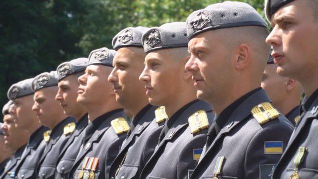 Берети та Дипломи: випуск у Військовій академії