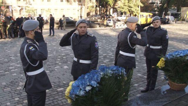 Церомонія покладання квітів. День козацтва, захисника і захисниць України